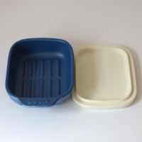Ceramic grill or oven dish with lid in blue