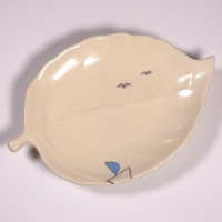 Leaf shaped mini plate with Yacht design