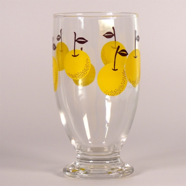 Footed drinking glass with retro 'Nashi Pear' design