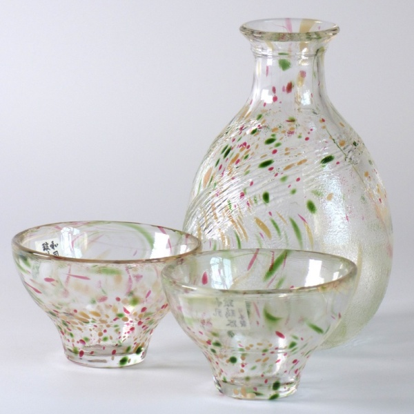 Two speckled glass Japanese sake cups and serving jug