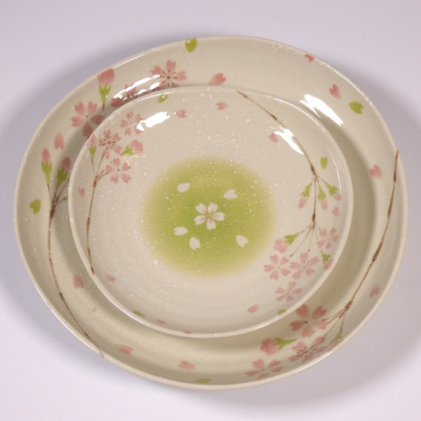 Large and small 'Biyori' design ceramic plates