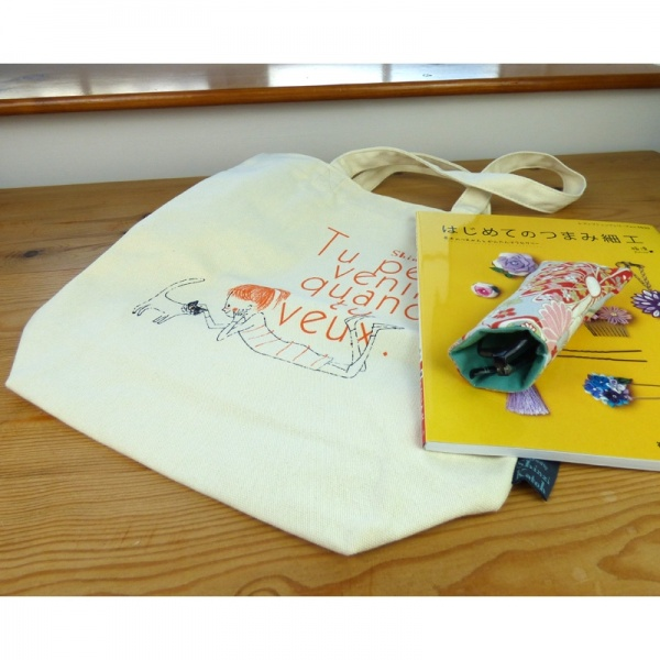 Cheri canvas tote bag with contents