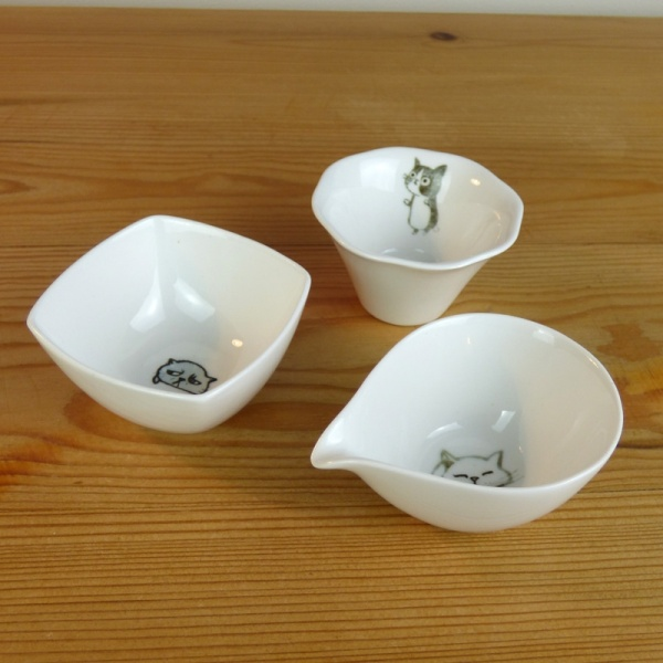Set of small ceramic dishes and milk jug by Shinzi Katoh