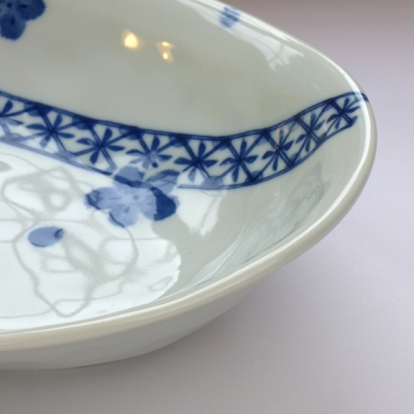 Blue Blossom pattern Japanese ceramic oval bowl close up