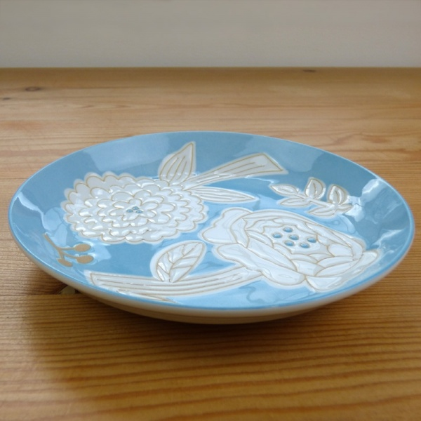 Flower pattern plate in blue