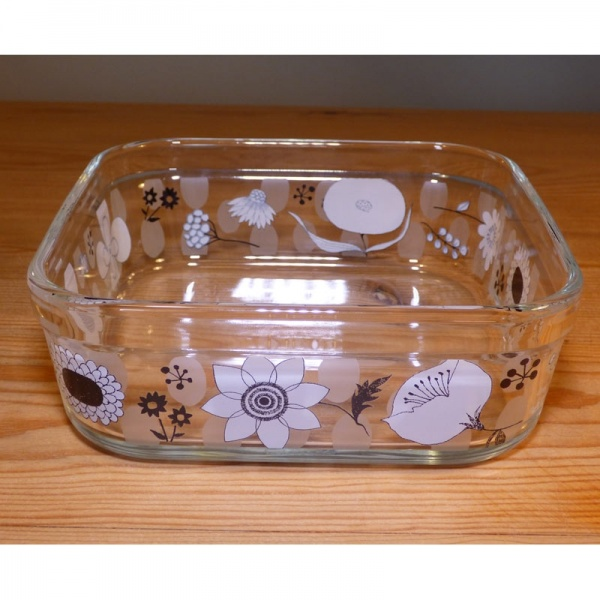 Medium-sized glass storage container with lid