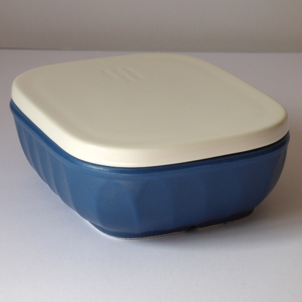Blue ceramic gratin / grill dish with lid on