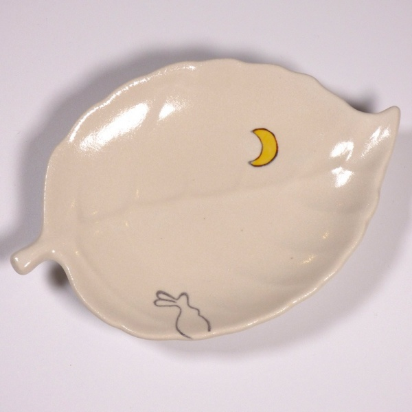 Leaf shaped mini plate with Moon Rabbit design