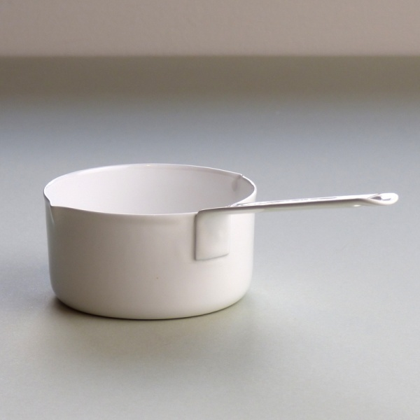 White enamel measuring cup 100ml