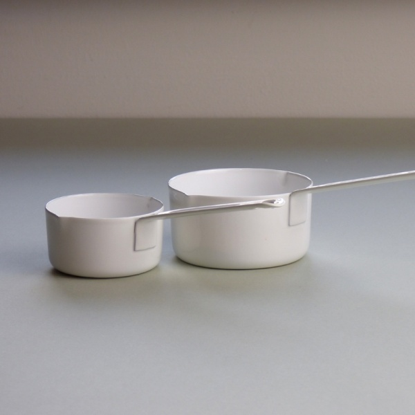 White enamel measuring cups, 50ml and 100ml