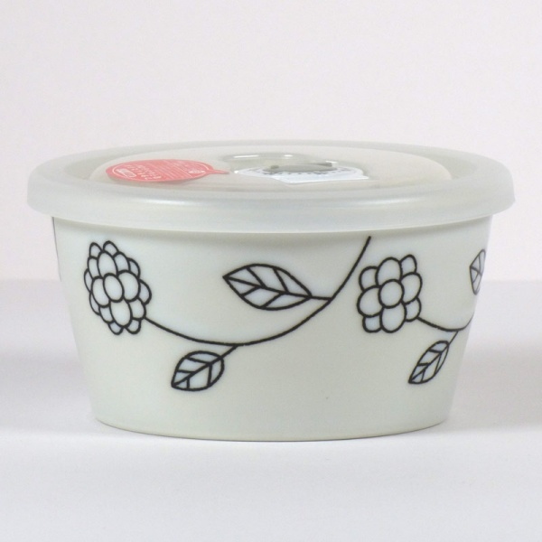 Small ceramic storage and microwave dish with plastic lid