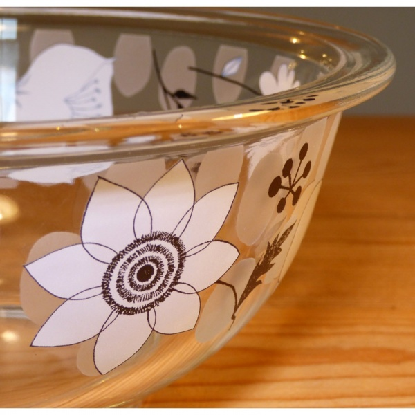Glass kitchen mixing bowl by Shinzi Katoh - detail