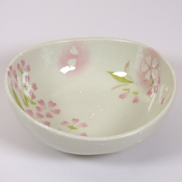 'Petal' porcelain bowl in pink