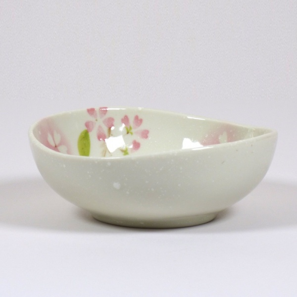 'Petal' porcelain bowl in pink, side view