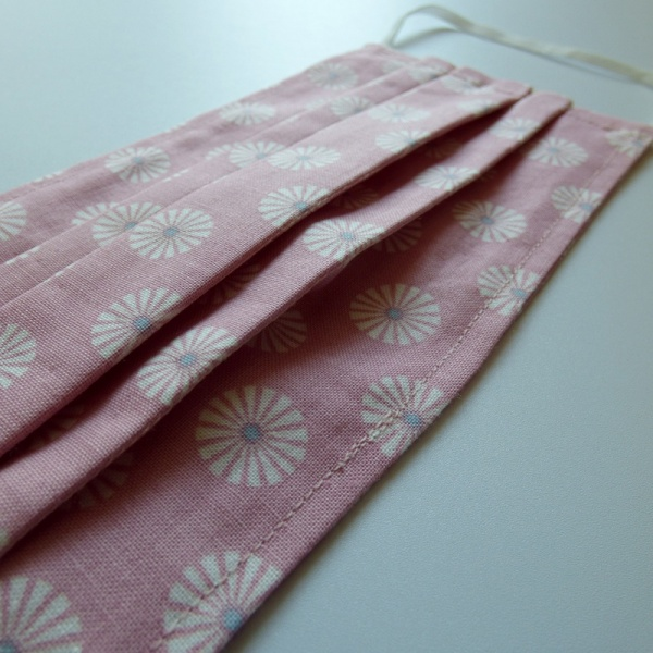 Pleat details of pink cotton face mask