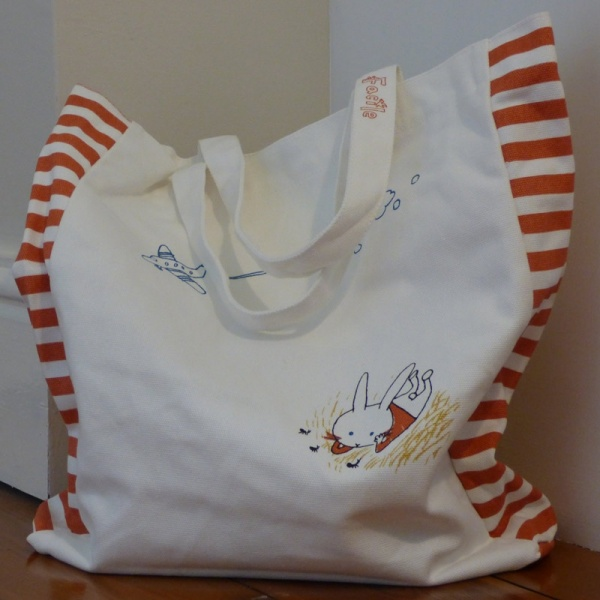 Canvas tote bag with Rabbits design - detail