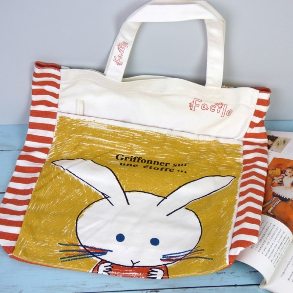 Canvas tote bag with Rabbits design - fastening detail