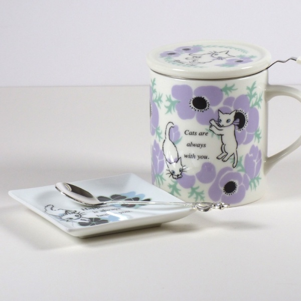 White 'Ribbon Cat' square mini plate with 'Anemones' white ribbon cat mug