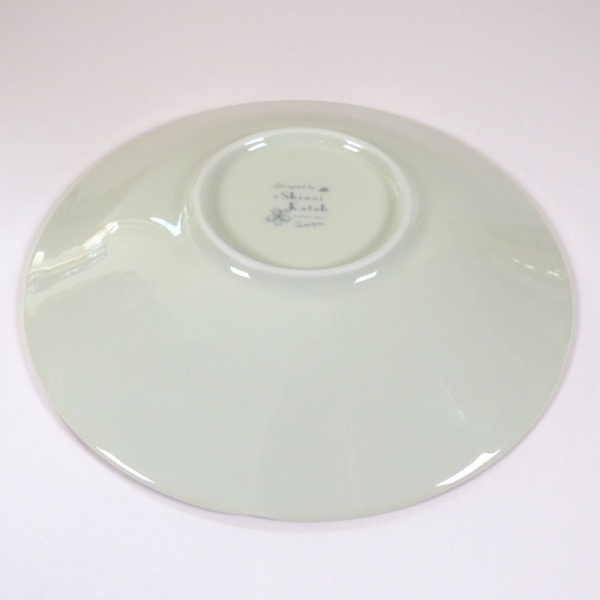 'Sakura Temari' ceramic dish in Cream underside showing Shinzi Katoh mark