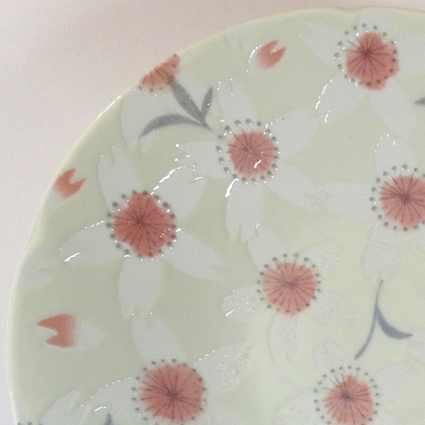 'Sakura Temari' ceramic dish in Cream close up of pattern