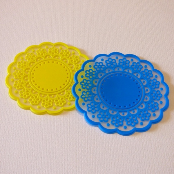 Silicone lace pattern coaster - yellow and blue