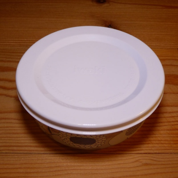 Small round storage pot with lid