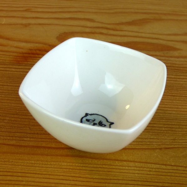 White square mini dish with inner kitten detail