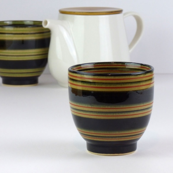 Pair of Japanese tea cups with Japanese teapot