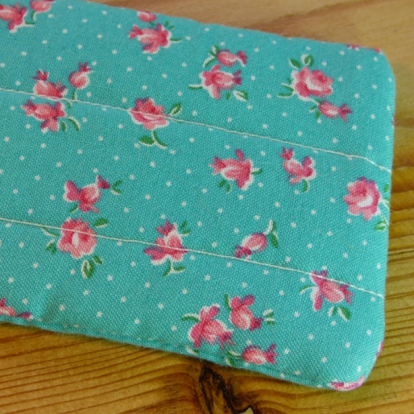 Handmade quilted glasses case in turquoise rose print - detail