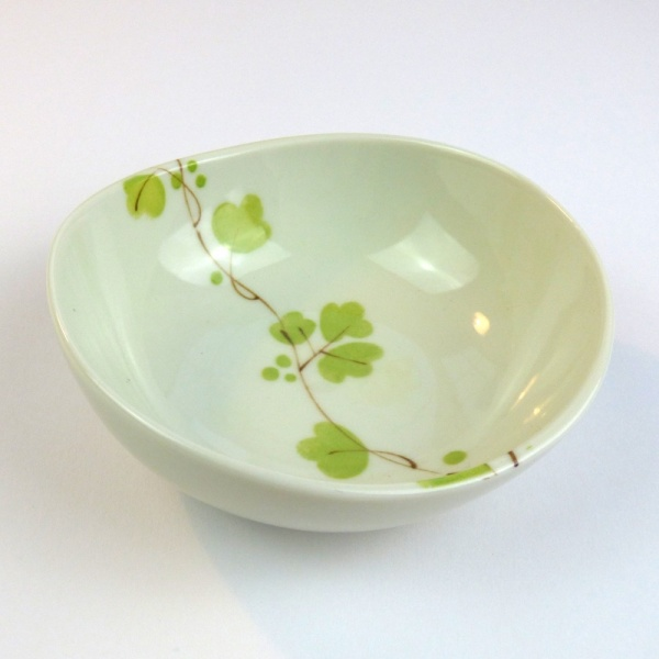 Ceramic bowl with green vine flowers pattern, side profile