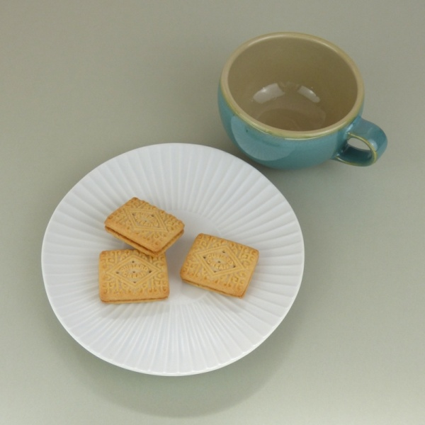 White daisy plate with blue Celadon-glaze mug